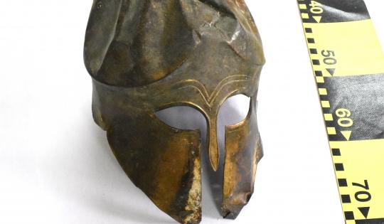 Un coif corintic din bronz a fost descoperit de polițiști