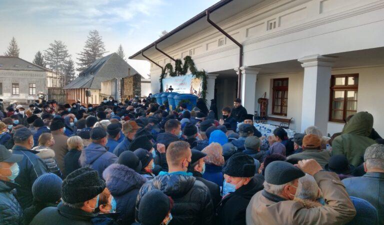 Sute de credincioși romașcani, prezenți astăzi la slujba de Bobotează