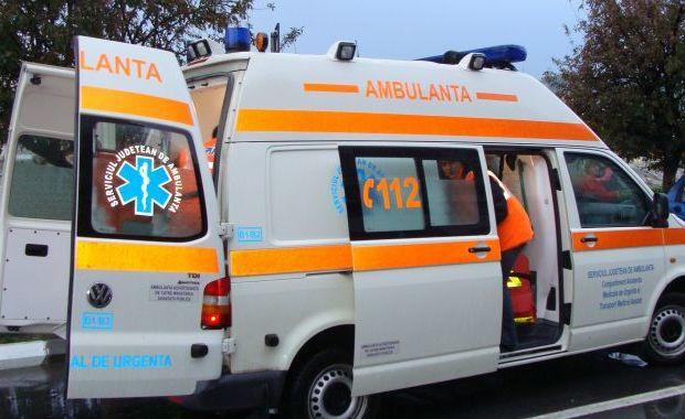 Accident rutier în Roman. Femeie de 61 de ani, transportată la spital