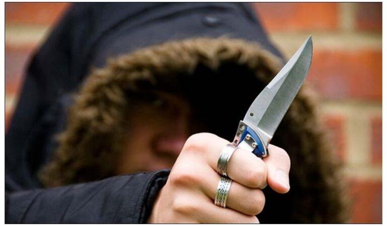 Minor din Roman, amenințat cu un cuțit