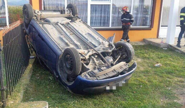 Accident în Neamț, s-a răsturnat cu mașina
