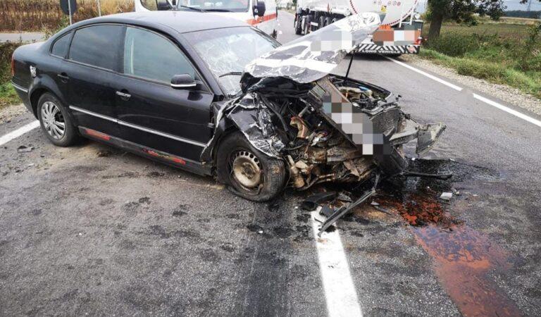 Accident rutier între două autoturisme, trei persoane implicate